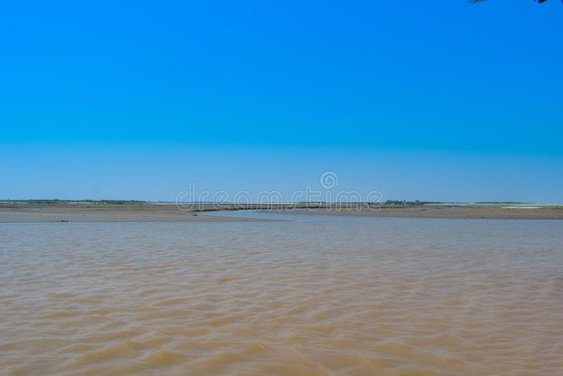 Imagen del paisaje del río histórico indus en invierno imagenes de archivo