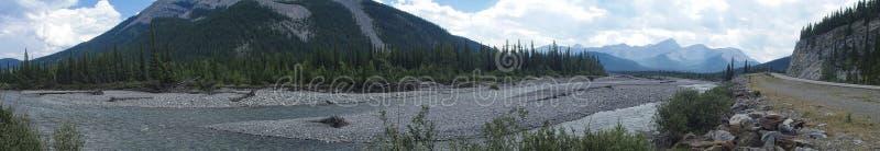 imagen del panorama de las montañas rocosas imagen de archivo libre de regalías