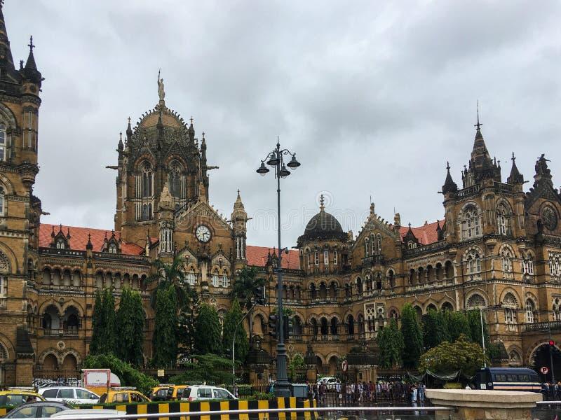 imagen del panorama del ferrocarril del CST de Chhatrapati Shivaji Terminus en Bombay Un ejemplo fino de gótico imagen de archivo