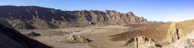 Imagen del panorama del paisaje extenso y estéril de la lava cerca del EL Teide del volcán en Tenerife, España imagenes de archivo