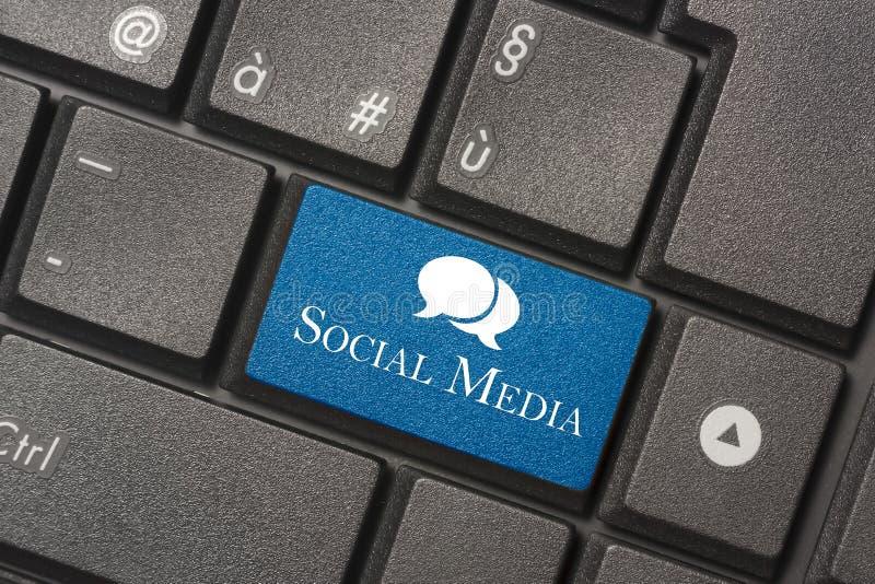 Imagen del primer del medios botón social del teclado de un ordenador moderno imagen de archivo libre de regalías
