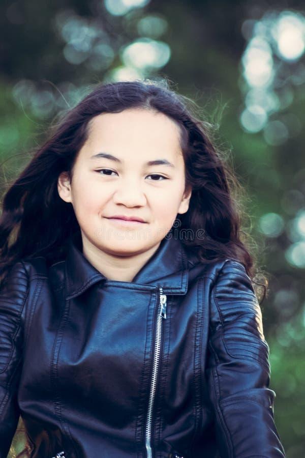 Imagen del retrato de una muchacha maorí joven imágenes de archivo libres de regalías