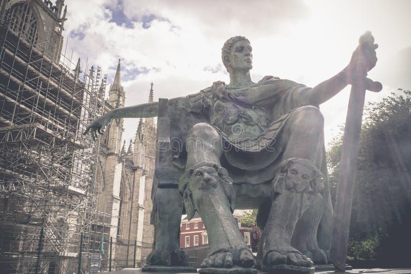 Imagen del vintage, estatua de Roman Emperor Constantine el grande, ciudad de York, Reino Unido fotografía de archivo