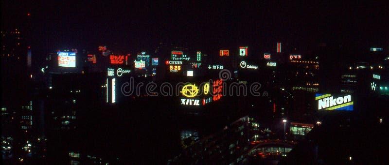 Imagen del vintage del horizonte de Tokio en la noche fotografía de archivo
