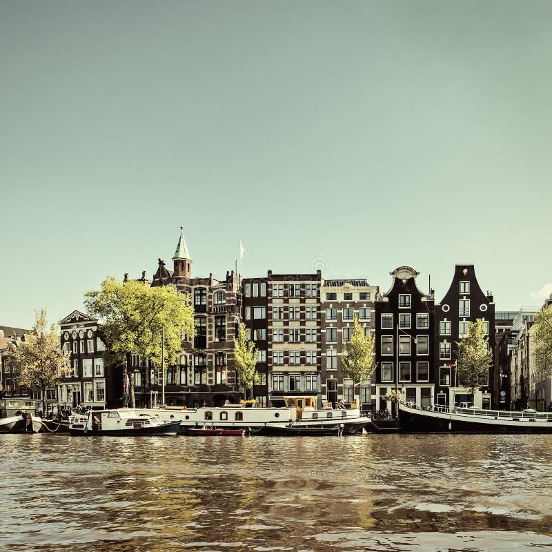 Imagen diseñada retra de un canal de Amsterdam imagen de archivo