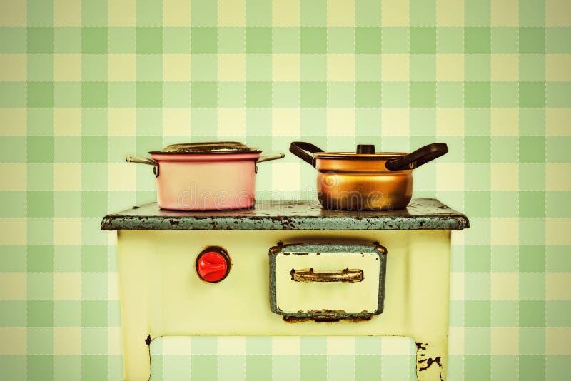 Imagen diseñada retra de una estufa de cocinar de la casa de muñecas imagen de archivo