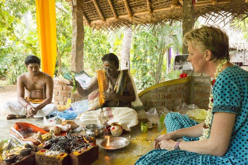 Imagen documental editorial Puja Thila Homa en la India fotografía de archivo libre de regalías