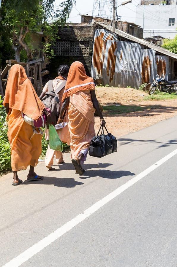 Imagen editorial documental Los cristianos no identificados, gente de los católicos caminan de Chennai, Madras a Velanganni, Vela foto de archivo