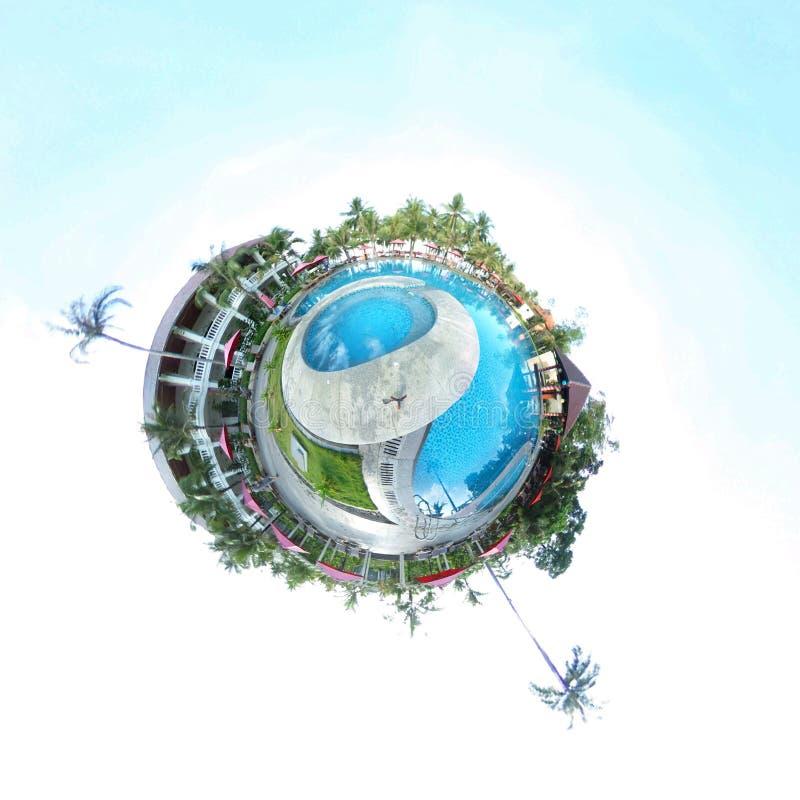Imagen esférica de una piscina y de un centro turístico fotografía de archivo libre de regalías
