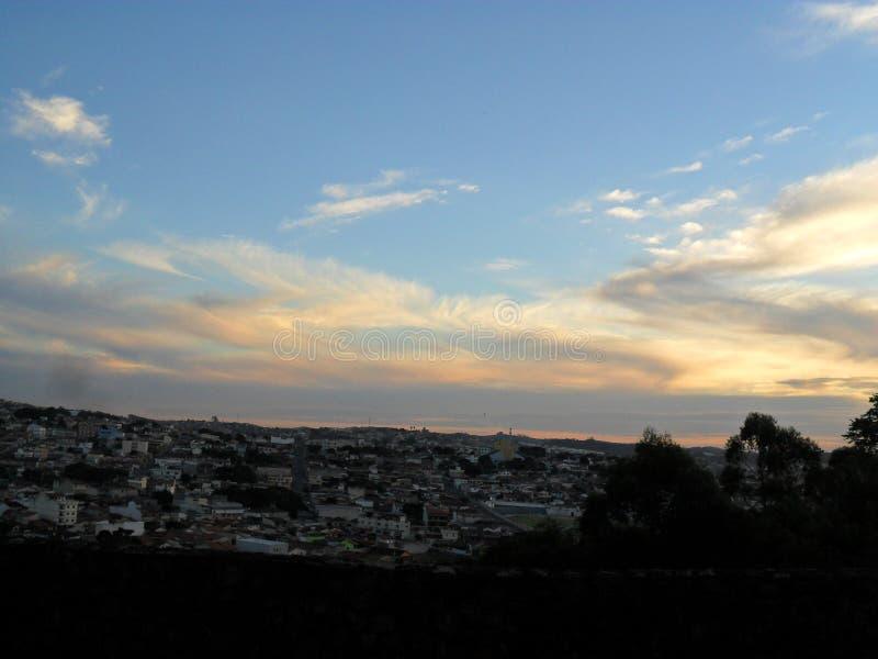 Imagen hermosa del orden del día en la ciudad de Atibaia foto de archivo