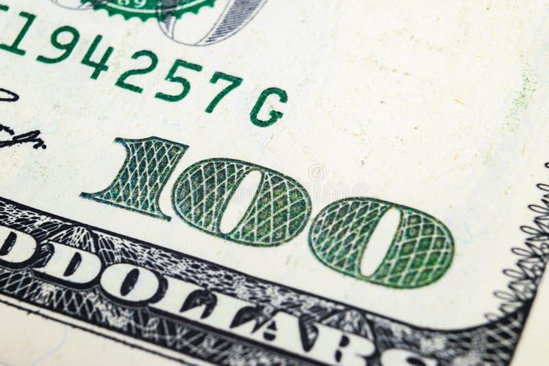 Imagen macra del tiro de la esquina de los billetes de banco de los 100 billetes de dólar Concepto de éxito financiero Fondo de 1 imagenes de archivo