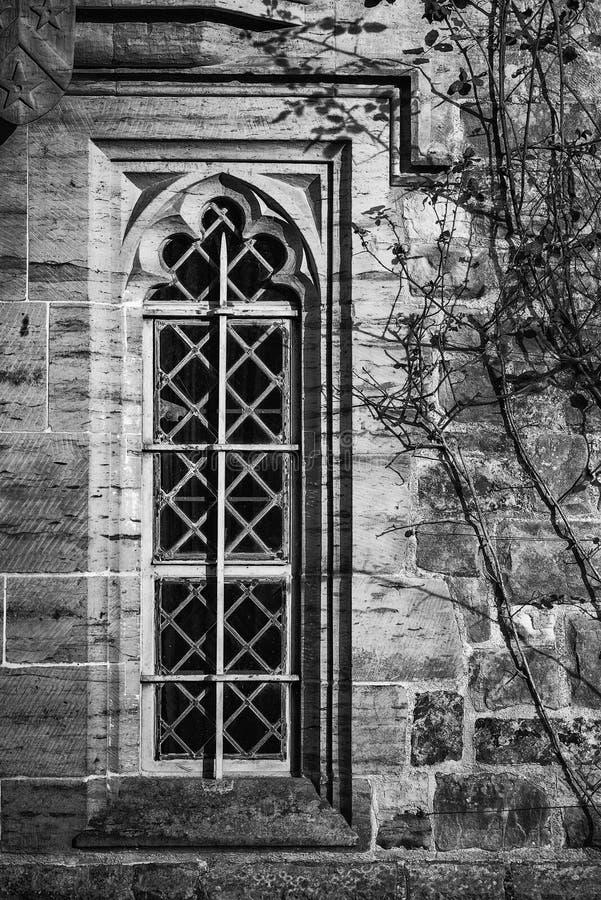 Imagen monocromática del detalle de la ventana de diseño del período de la regencia en medie fotografía de archivo libre de regalías