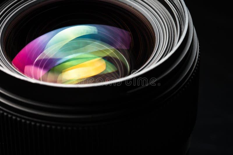 Imagen oscura de DSLR del llense moderno profesional de la cámara fotos de archivo libres de regalías