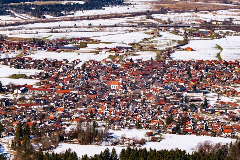 Imagen panorámica de Ohlstadt en Baviera superior foto de archivo