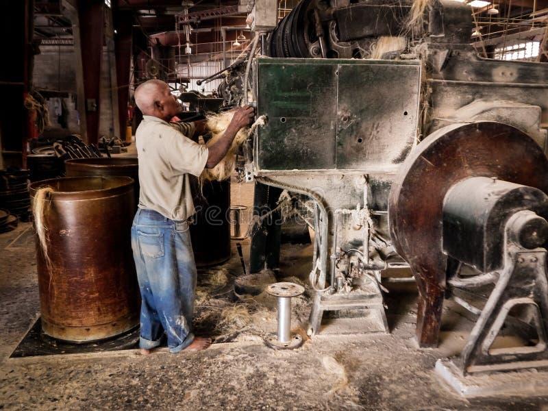 Imagen Tinsel Twine Factory Port-Au-Prince Haiti del color fotografía de archivo