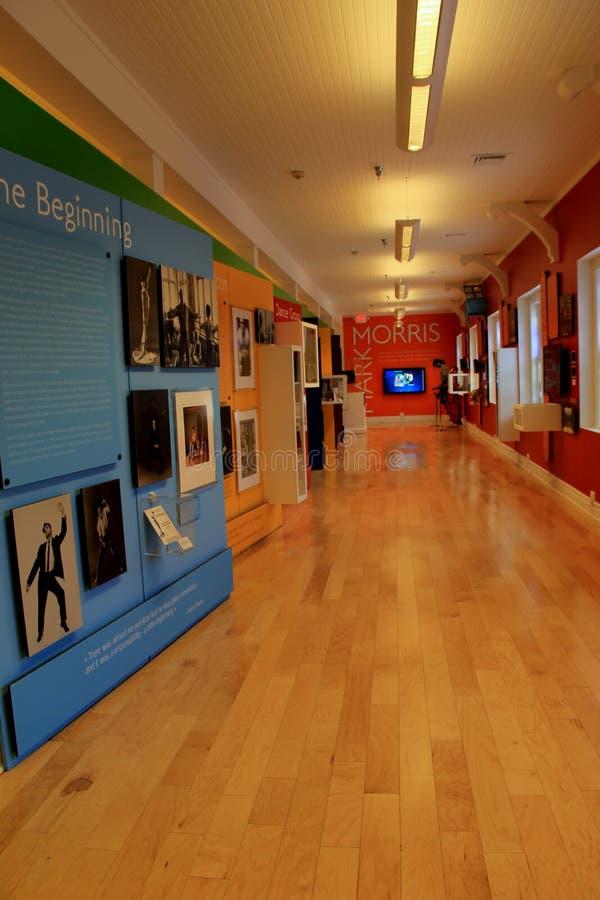 Imagen vertical de la vida de la cubierta del objeto expuesto del vestíbulo de Mark Morris, museo de la danza, Saratoga, NY, 2016 imagen de archivo libre de regalías