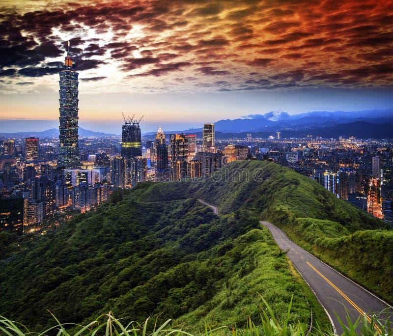 Imageng von Skylinen von Xinyi-Bezirk in im Stadtzentrum gelegenem Taipeh, Taiwan stockfoto