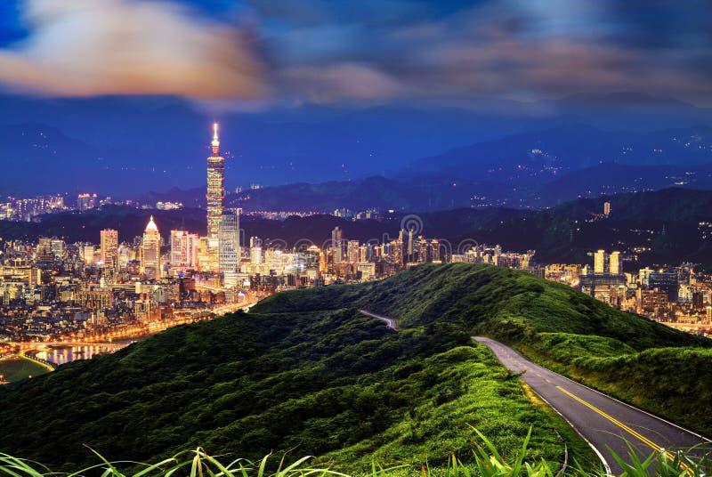 Imageng von Skylinen von Xinyi-Bezirk in im Stadtzentrum gelegenem Taipeh, Taiwan stockfotos