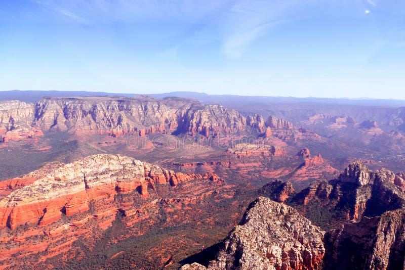 Imagens aéreas das formações de rocha vermelhas de Sedona o Arizona foto de stock royalty free