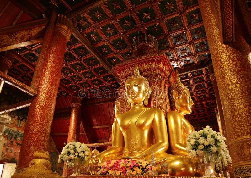 Imagens assentadas Quatro-tomadas partido douradas originais e lindos da Buda de Wat Phumin Temple, templo budista famoso em Nan  fotografia de stock