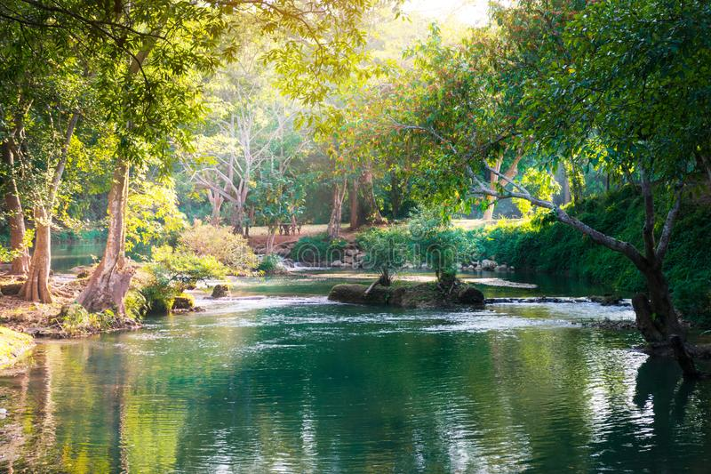 Imagens bonitas da paisagem com a cachoeira em Saraburi, Tailândia imagem de stock