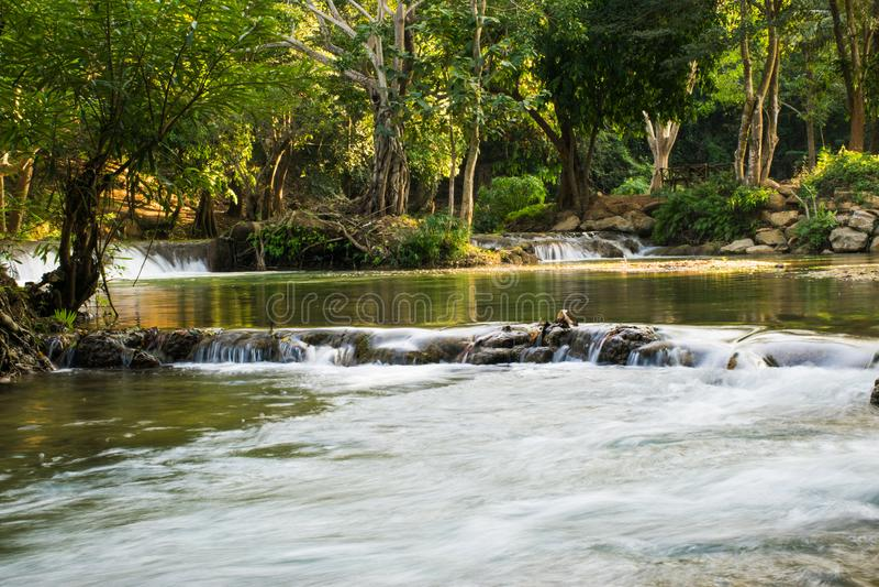 Imagens bonitas da paisagem com a cachoeira em Saraburi, Tailândia imagens de stock royalty free