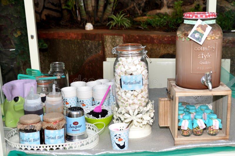 Imagens de HD para o tamborete do leite de chocolate do marshmallow imagens de stock