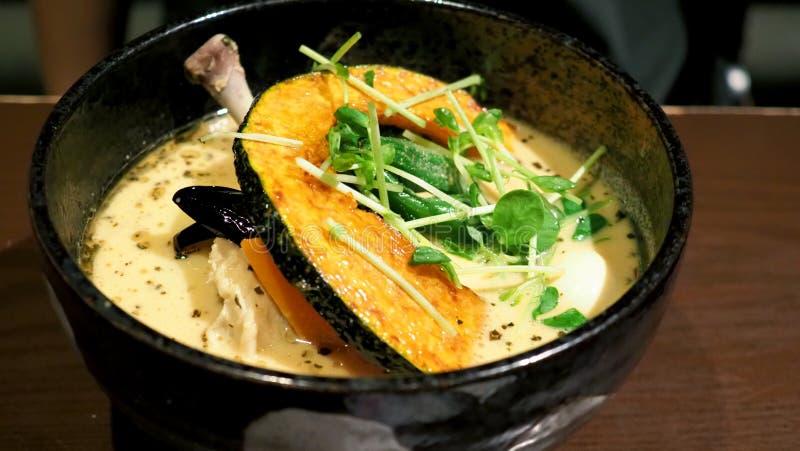 Images en gros plan de cari de soupe avec le poulet photographie stock libre de droits