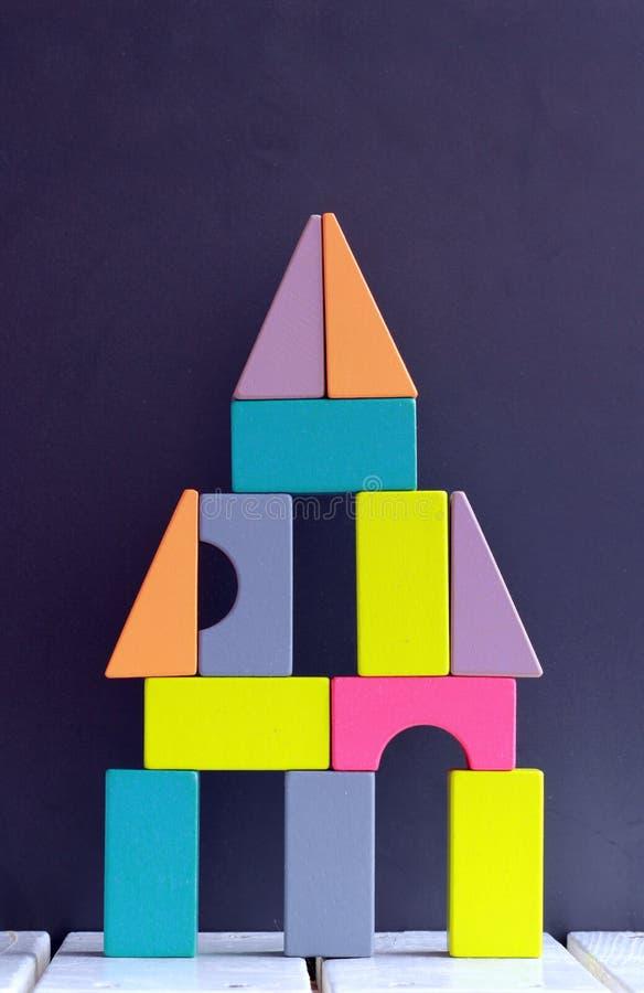 Imaginacyjna budowa kolorowi drewniani bloki obraz royalty free