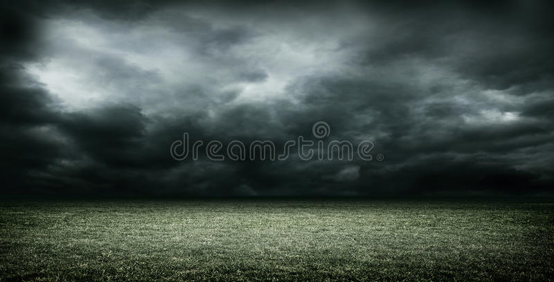 Imaginacyjny stadium piłkarski z ciemnymi chmurami, 3d rendering royalty ilustracja