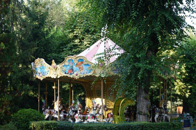Imagination du ` s d'enfants Joy Park Carrousel avec des chevaux photos stock