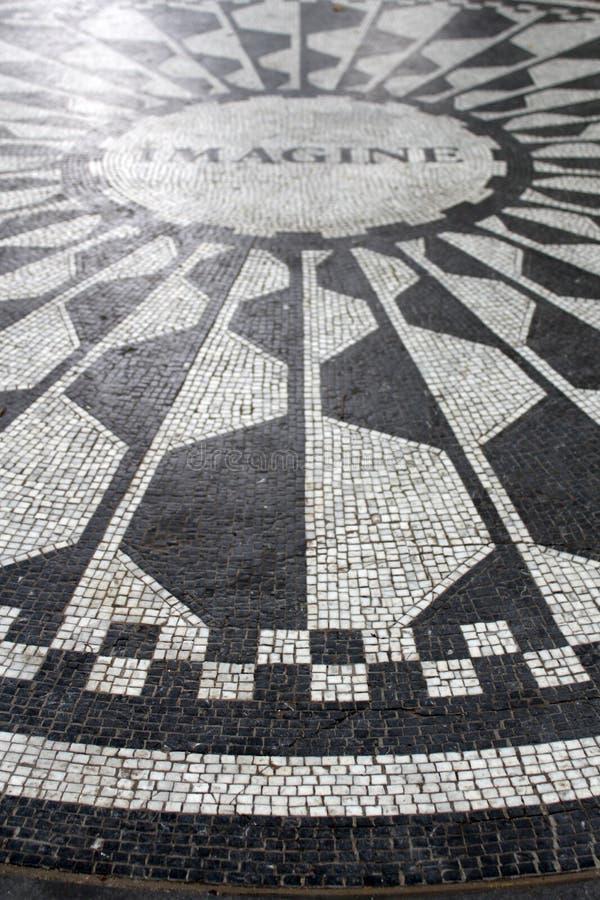 Imagine o mosaico, um tributo algum dia ao residente John Len de New York imagens de stock