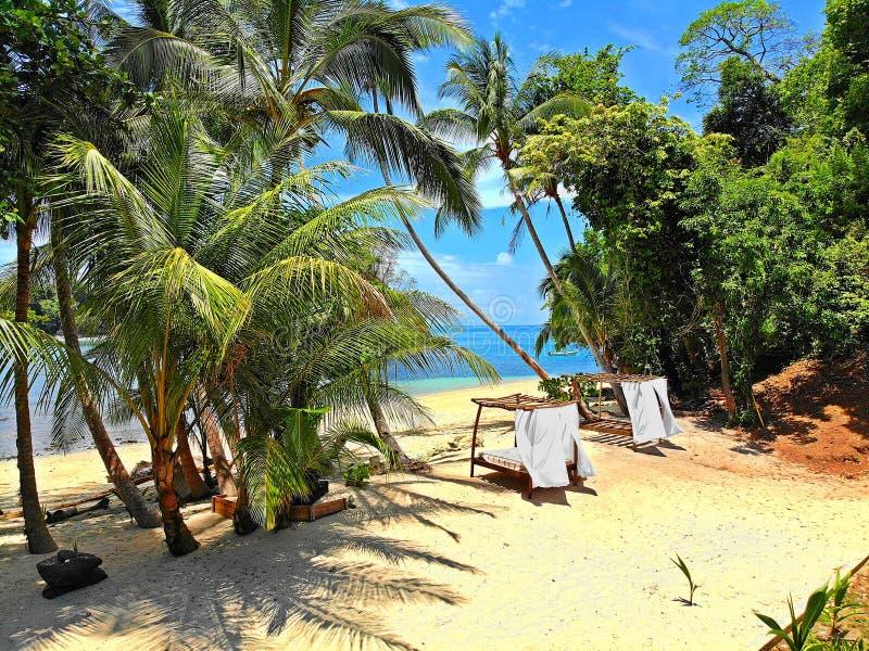 Imagine-se em uma das cabanas, relaxe-se e apreciando a vida ao máximo! foto de stock royalty free