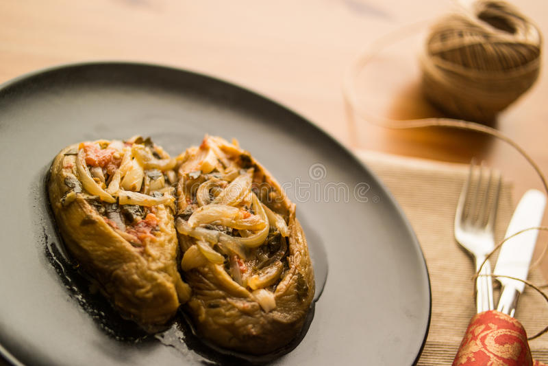 Imam bayildi/Turkse traditionele aubergine stock foto