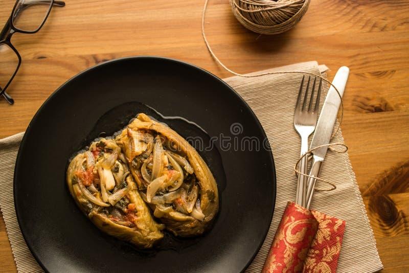 Imam bayildi/Turkse traditionele aubergine royalty-vrije stock afbeeldingen