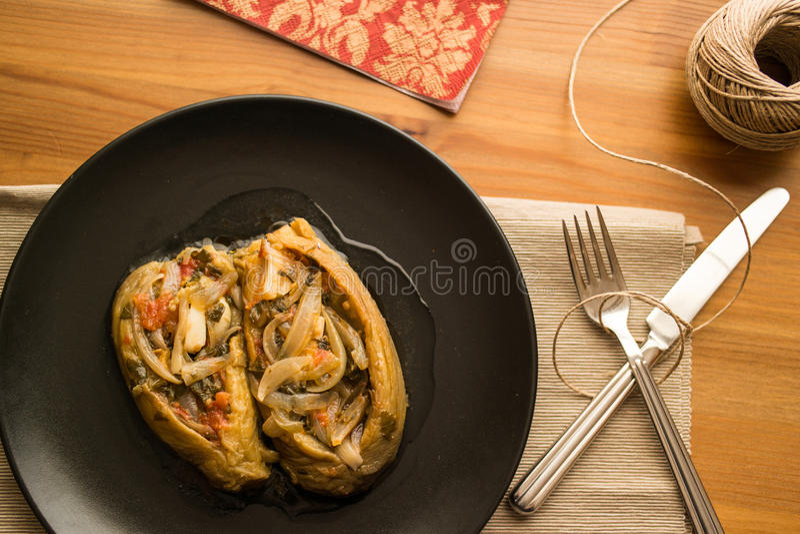 Imam bayildi/Turkse traditionele aubergine stock foto's