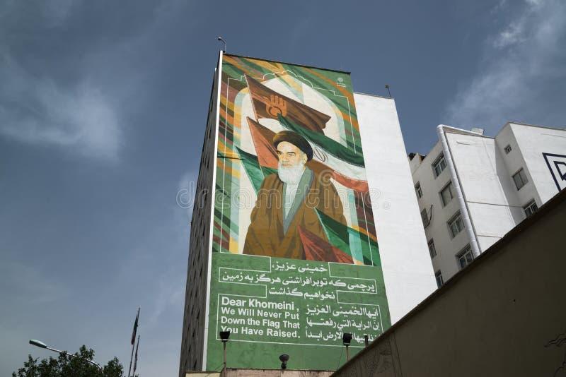 Imam Sayyid Ruhollah Musavi Khomeini angezeigt auf der Wand lizenzfreies stockbild