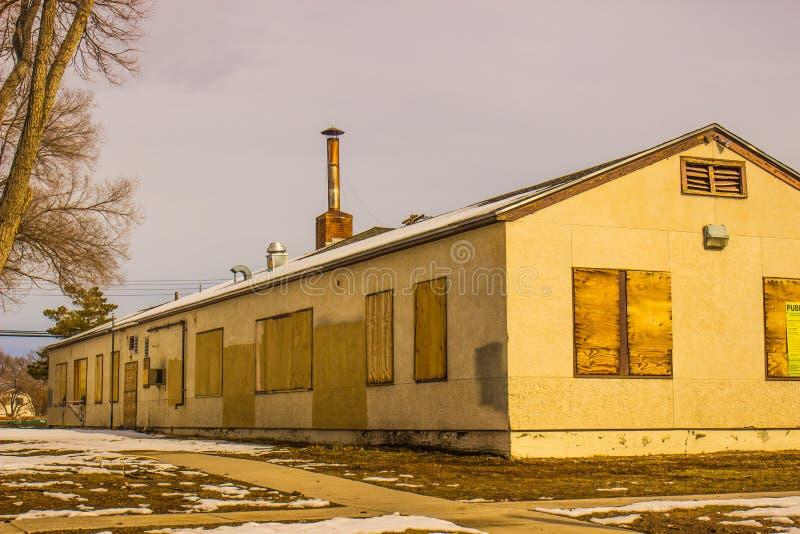 Imbarcato sulla struttura nell'inverno fotografia stock