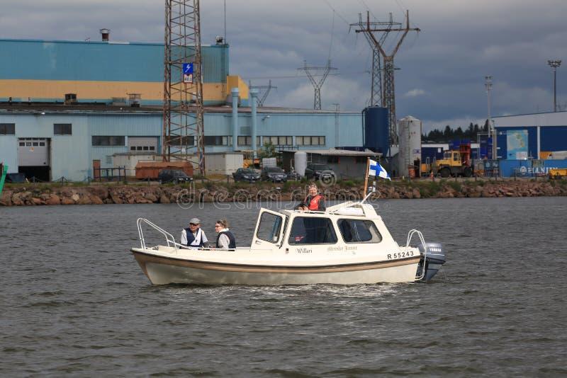 Imbarcazione a motore bianca finlandese nell'area dell'acqua del ‹del †del ‹del †il porto di Kotka immagine stock libera da diritti