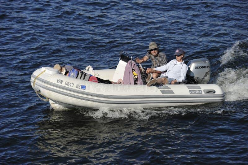 Download Imbarcazione A Motore Di Gomma Fotografia Editoriale - Immagine di anziano, vaso: 30831497