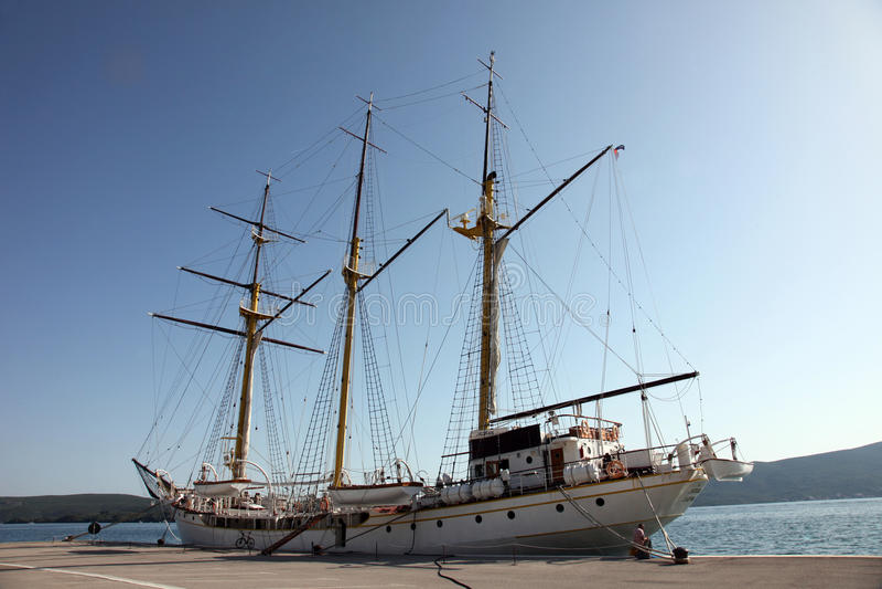 Imbarcazione a vela al bacino fotografia stock
