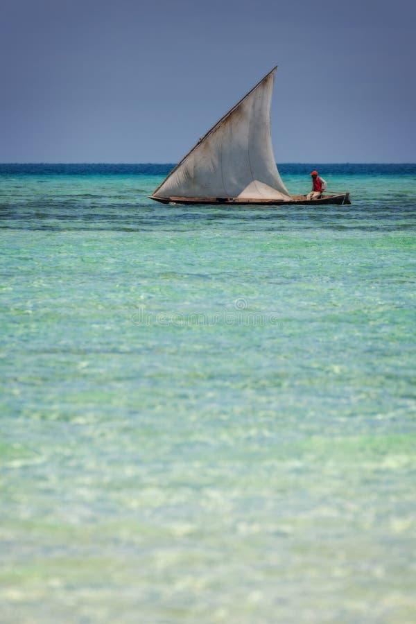 Download Imbarcazione A Vela Tradizionale Del Dhow Immagine Stock - Immagine di turismo, kenya: 55352183