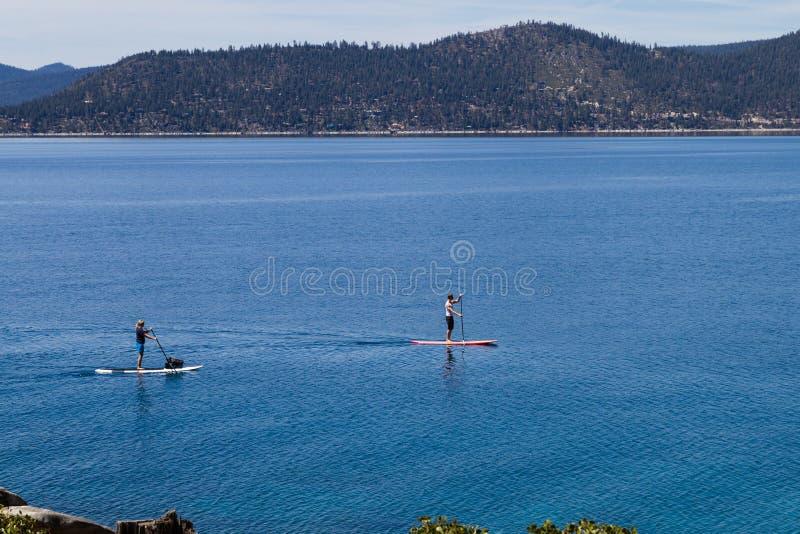 Imbarco della pagaia, il lago Tahoe immagini stock libere da diritti