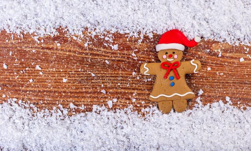 imbirowy mężczyzna w śniegu zdjęcia stock