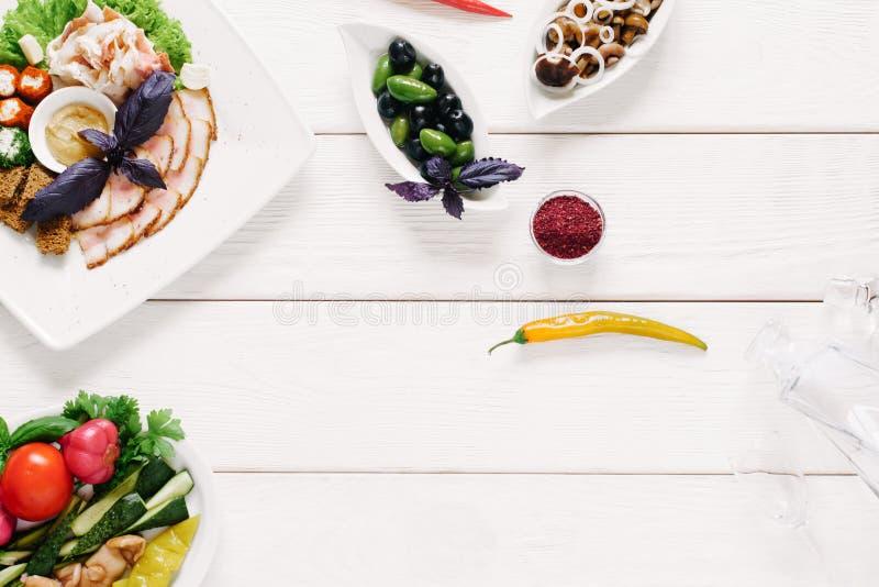 Imbisswodka-Zusammenstellungs-Gemüseaperitifs stockfotografie