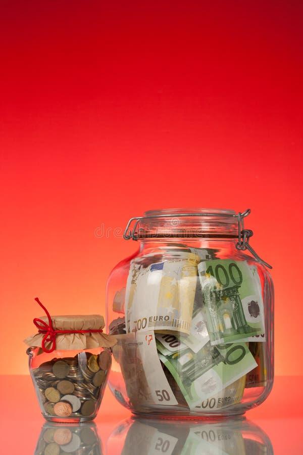 Imbottiglia i soldi del briciolo fotografie stock libere da diritti