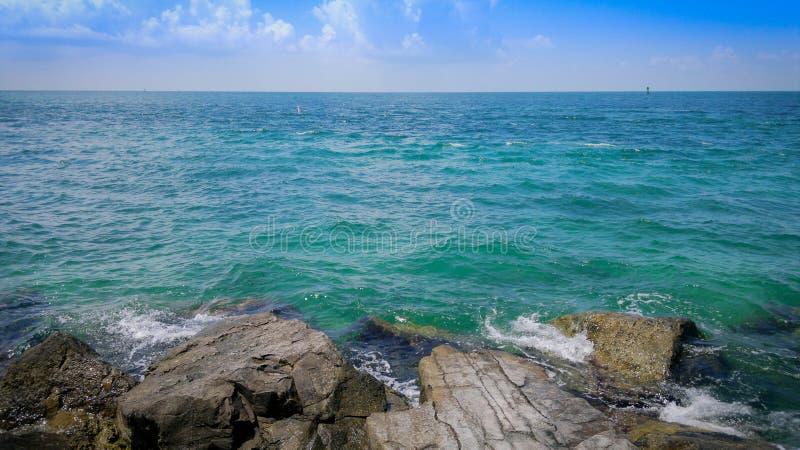 A imensidade bonita da obtenção do mar das caraíbas perdeu no horizonte imagens de stock royalty free