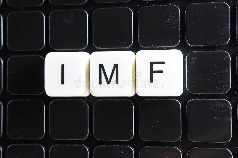 IMF题为文本词纵横填字谜 字母表信件阻拦比赛纹理背景 在黑色的白色按字母顺序的信件 免版税库存图片