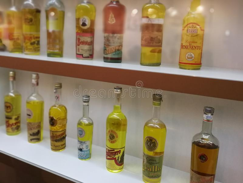 Imitaciones del licor de Strega foto de archivo