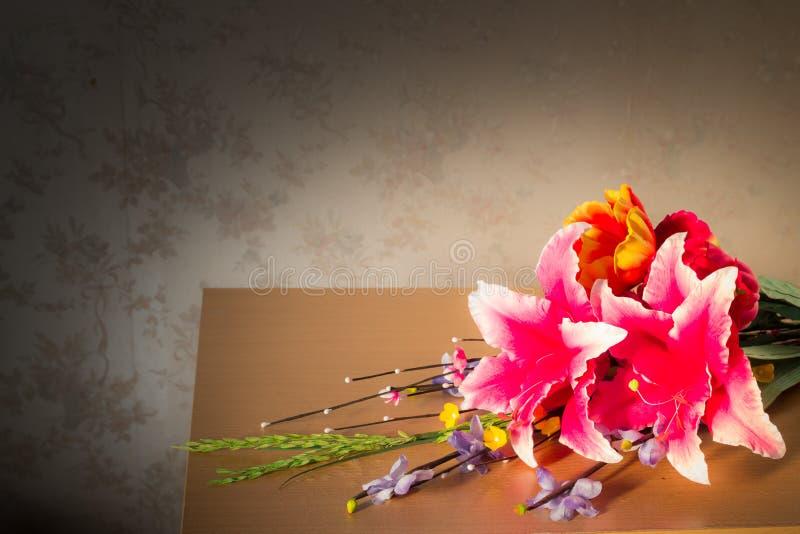 Imitacja kwiaty dekorujący zdjęcia stock
